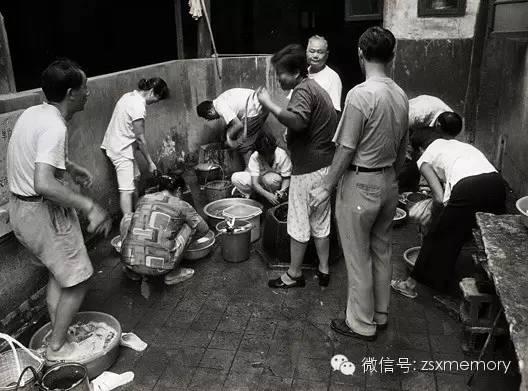 大井巷,是杭州城南吴山北麓一条古老的巷,东起鼓楼湾,顺沿山脚往西延伸,渐渐向北起翘,止于河坊街与后市街对望