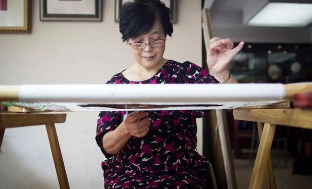 杭绣的影响力远不如四大名绣,陈水琴一直在努力如何将杭绣推广出去。
