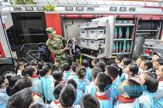 """防震减灾知识学起来 全国首创""""消防体育课""""在"""