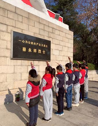 这群小孩告诉我们谁才最应该收到鲜花