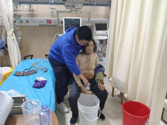 68歲女性誤食樟腦丸 醫生建議給...