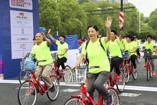 2019浙江大湾区自行车公开赛首站来杭 超两千骑友集聚钱塘新区