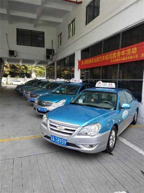暖心!台风天,杭州有支应急的士车队...