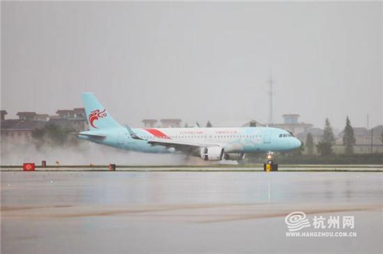 台风影响减弱 杭州机场逐步恢复航班...