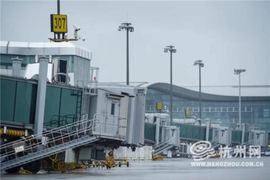 今日杭州机场首班出港航班将于18:...