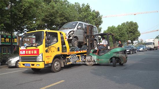 """西湖区丽景路最后一辆""""僵尸车""""被拖..."""