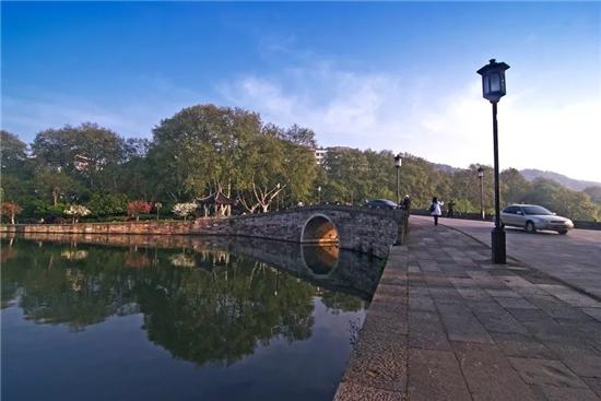 石青色的西泠桥桥名,明天就要填色了...