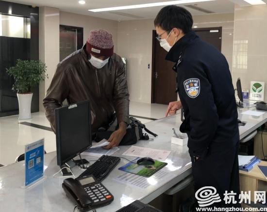"""人口登记表_太牛了!杭州?双语警察制作""""境外人员防疫登记表""""起大作"""