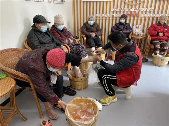 """下城区长庆街道奏响""""新时代实践曲""""暖心腊八粥为居民群众送去温暖"""