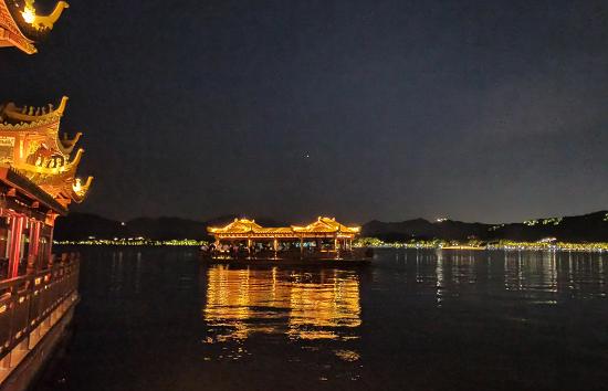 4月3日起,西湖游船夜游活动提前起航啦!