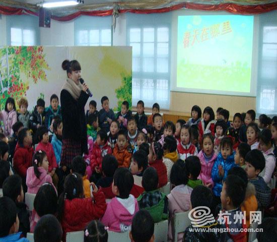 安吉路幼儿园跟随老师寻找春天