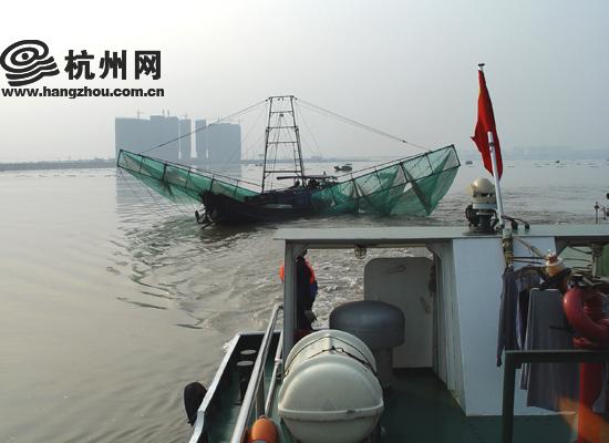 记者了解到,由于渔船多为木质且体积较小,抗风浪性能差,加上从事捕