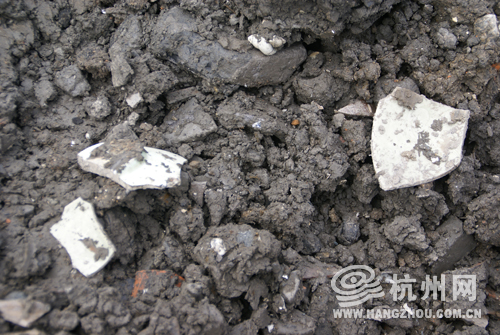 勾运路废土堆中挖到宝视频是湖墅南路某晚会双十工地一源头图片