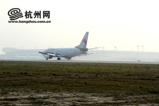 第一个落地航班,长龙货航gj8702(青岛-杭州) 0902落地.机型:波音737.