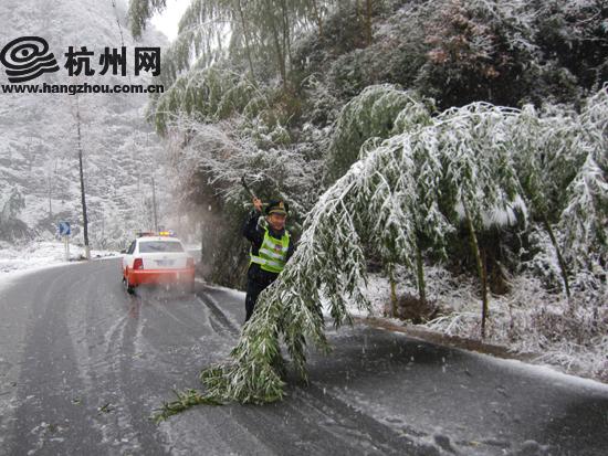 临安/临安昌化山区今天积雪最大厚度5厘米