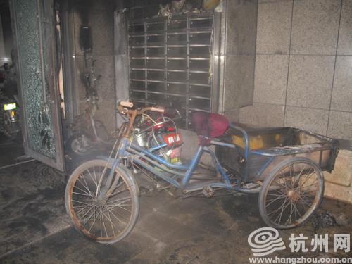 被烧坏的电动车,三轮车