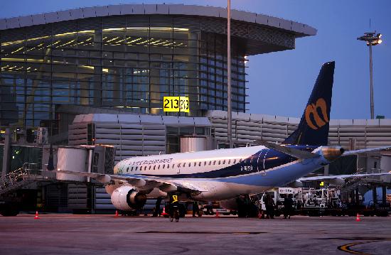 杭州机场开通较多国内新航线,如鄂尔多斯,赣州,锦州,临沂,泸州,南阳