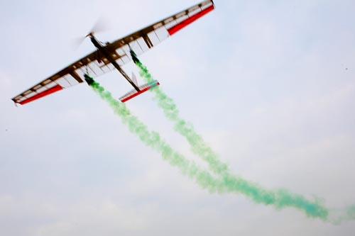 航模比赛的飞行高度可达到200米