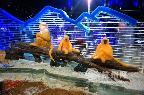 """首届动物冰雕展""""冰雪动物城""""将在端午期间开放."""