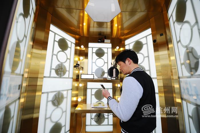 杭州部分录制的素材会当天传回北京,下周六出现在新一期的《朗读者》
