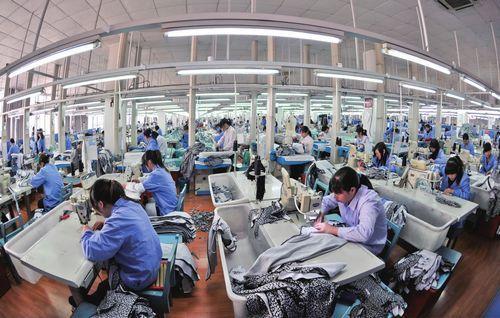 江宁制衣出口欧美的服装生产车间图片